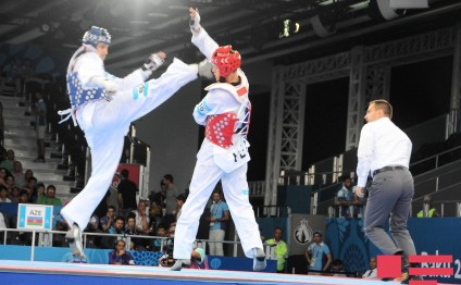 Baku 2015: Azerbaijani taekwondo fighter advances to final - PHOTO