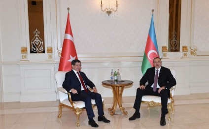 President Ilham Aliyev and Prime Minister of Turkey Ahmet Davutoglu held a one-on-one meeting