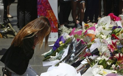 Sydney siege anniversary: nation stops to honour victims one year on from Martin Place attack