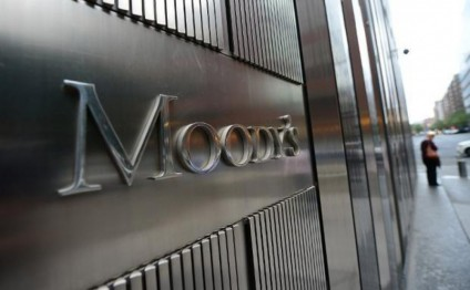 Moody's cuts 2016 oil price outlook by $10