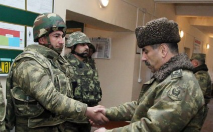 Azerbaijani Defense Minister visits military units on front line