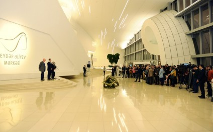 Solo exhibition of British sculptor launched at Heydar Aliyev Center