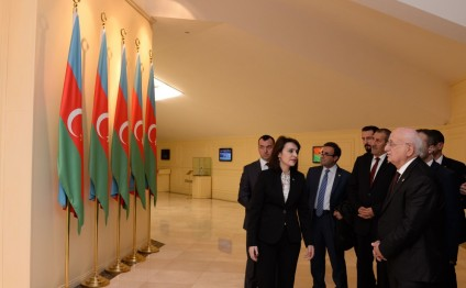 Turkish Parliament Speaker visits National Flag Square in Baku