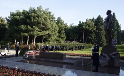 Afghan President pays respect to national leader Heydar Aliyev