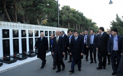 President of Afghanistan visits Alley of Martyrs in Baku