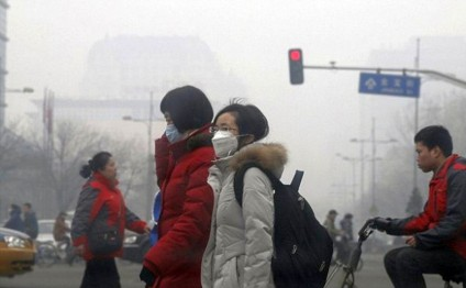 China smog sparks red alerts in 10 cities
