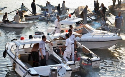 14 drown in Egypt Nile boat accident