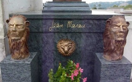 In France, robbed a grave who played Fantomas actor