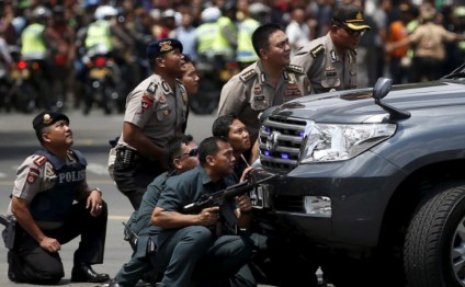 Blasts, gunfight occur in Indonesian capital shopping mall