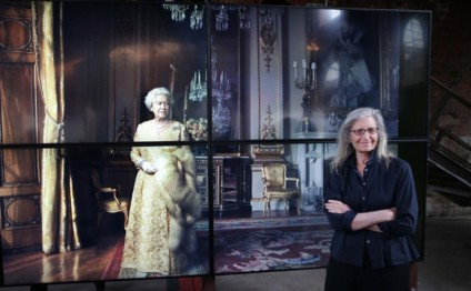 Annie Leibovitz exhibit starts world tour in London