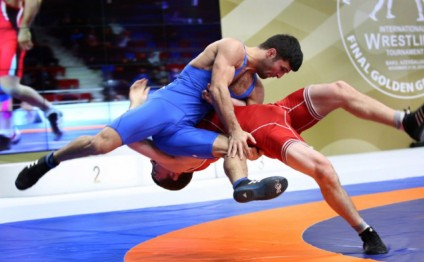 Azerbaijani wrestlers claim two bronze medals at Takhti Cup tournament