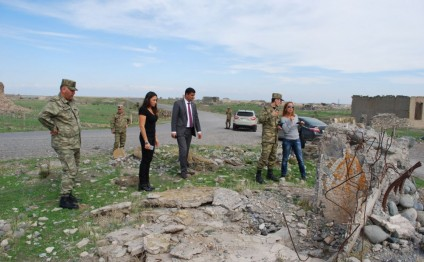 Spanish EFE news agency editor visits Azerbaijani front line district