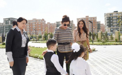 Azerbaijani first lady Mehriban Aliyeva attends opening of school No 4 in Masazir