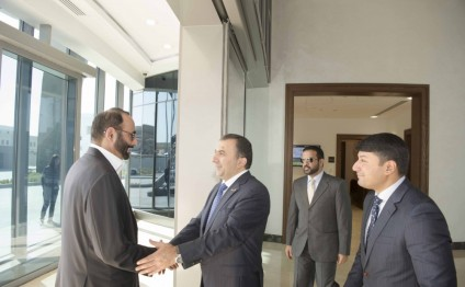 Azerbaijan, UAE discuss cooperation in defence field
