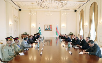 President Ilham Aliyev and Prime Minister of Pakistan Muhammad Nawaz Sharif held an expanded meeting