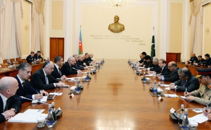 Azerbaijani Prime Minister meets with Pakistani counterpart