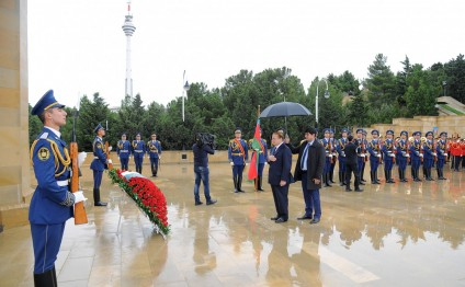 Prime Minister of Pakistan pays tribute to Azerbaijani martyrs