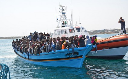 Mediterranean rescuers save 550 migrants at sea, recover five bodies