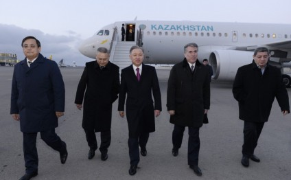 Speaker of Kazakhstan Parliament arrives in Azerbaijan