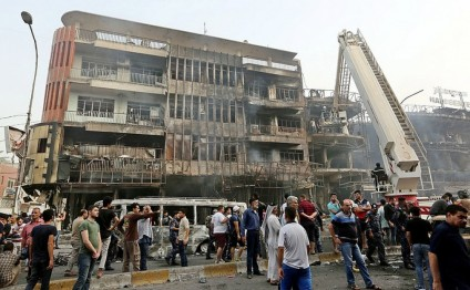 Double bomb attack hits Baghdad market