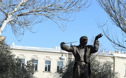 President Ilham Aliyev unveiled monument to prominent conductor of Azerbaijan