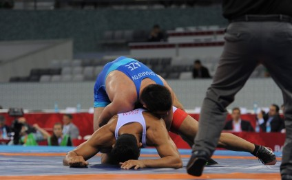 Azerbaijan's Sharifov into semi-final at Baku 2017