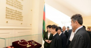 Chinese President`s special envoy visits Flag Square in Baku