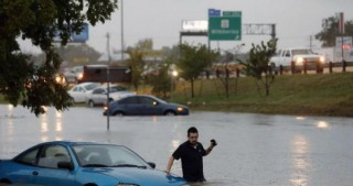 At least 6 dead, 2 missing after floods in Texas