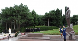 Croatian President pays respect to national leader Heydar Aliyev