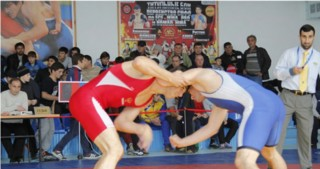 Azerbaijani freestyle wrestlers to battle for medals in Dagestan