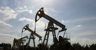 IEA sees global market awash with oil in 2017 if no OPEC cut