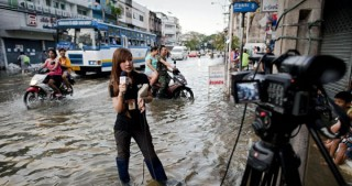 Heavy flooding in Thailand kills 14, inundates tourist isles