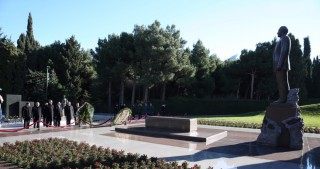Ambassadors of CIS member countries to Azerbaijan pay respect to national leader Heydar Aliyev