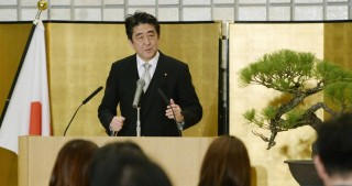 Abe to keep putting highest priority on economy in 2017