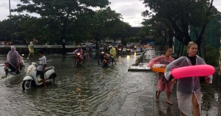Floods kill 12 people in Thailand