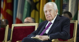 Former Portuguese President Soares dies at 92