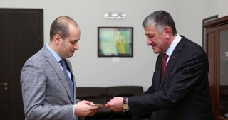 Azerbaijani Ambassador presents copy of his credentials to Georgian FM