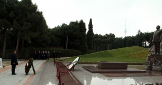 Czech Minister pays respect to national leader Heydar Aliyev and Azerbaijani martyrs
