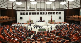 Turkish MPs approve constitution change