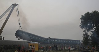32 dead as train derails in India