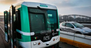 Paris tests free electric shuttles to fight pollution