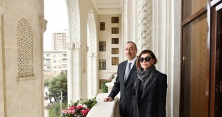 President Ilham Aliyev viewed conditions created at administrative building of Azerbaijan Railways CJSC