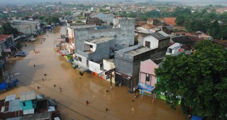 13 dead, thousands caught in flooding in central Indonesia