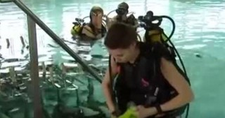 Bizarre new restaurant lets diners eat UNDERWATER and served food by scuba diver waiters