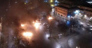 Rioters set cars on fire in Stockholm