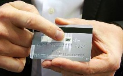Credit card launched with ever changing display