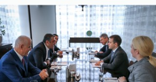 Azerbaijan, Russia discuss cooperation in communications and high technologies