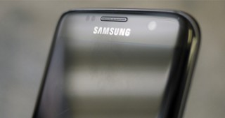 Samsung seeks AI-powered comeback with Galaxy S8