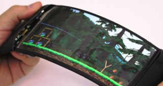Canadian scientists create flexible 3D-smartphone