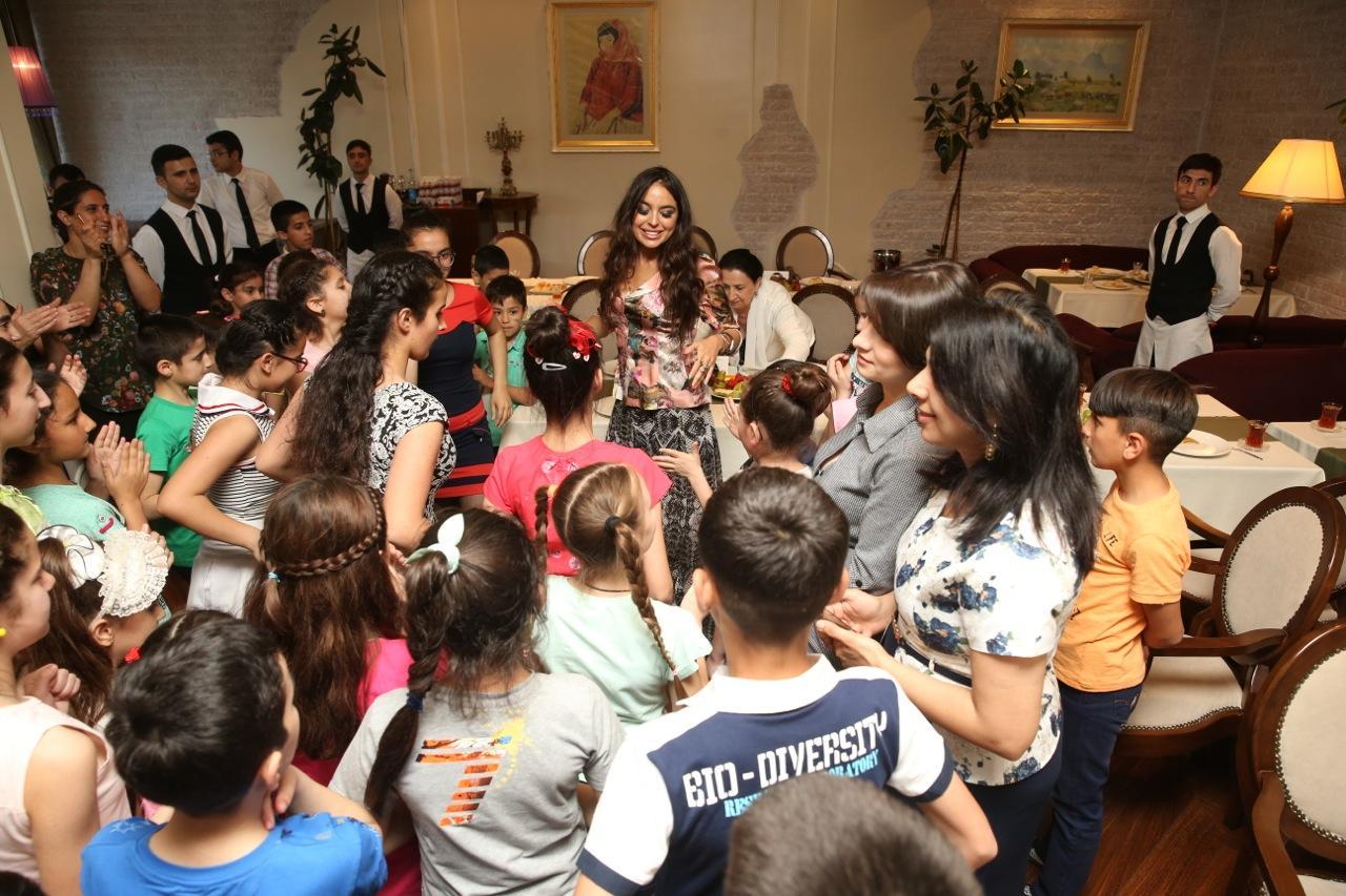 Leyla Əliyeva 2 saylı uşaq evinin sakinləri ilə görüşüb - FOTOLAR